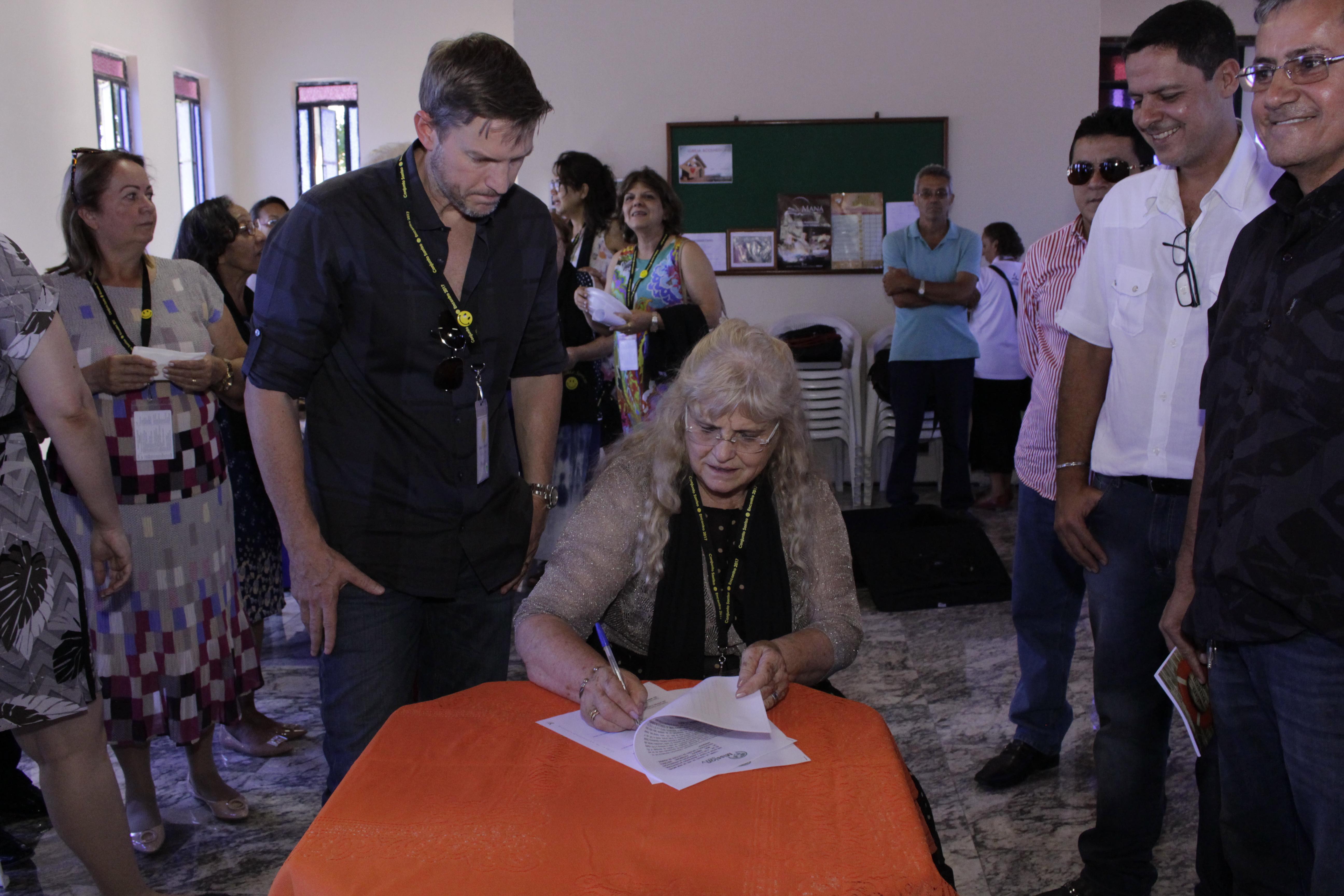 SOLENIDADE DURANTE A ASSINATURA DO TERMO DE PARCERIA